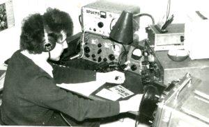 Janek przy pierwszej radiostacji w klubie SP5KTD